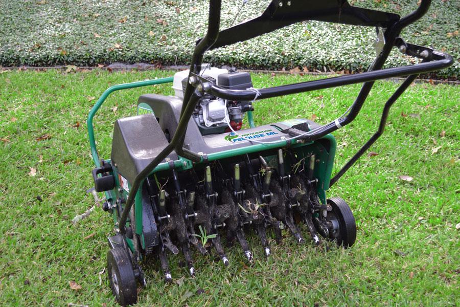 Entretien de pelouse - Aération du sol